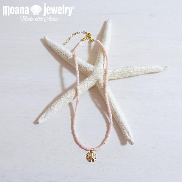 moana_n12 14KGFのサンドダラーチャームが輝く海を感じるピンクシェルのネックレス Sand dollar