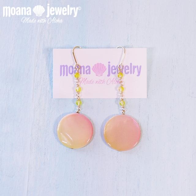 moana_p230 数量限定品 天然石と淡水貝のピアス Peach