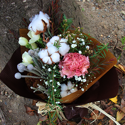 冬のカフェをイメージしたモカ色花束3000円