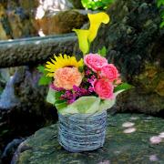 夏のお花をあしらったピンクとイエローのアレンジメント