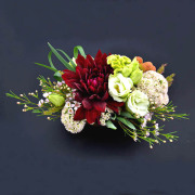 赤と白のコントラストが鮮やかな大人な雰囲気のアレンジメントBタイプ