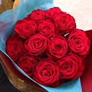 プロポーズにオススメ!ダーズンローズ真っ赤な花束