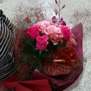 豪華で存在感のあるゴージャスな花束