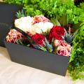 【母の日ギフト】大人色のバラとカーネーションのボックスアレンジメント