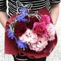 コントラストが目に鮮やかなアジアン風大人な花束