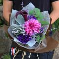 パープル系エレガントな花束3000円