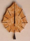手作り木製電波掛け時計 とち 葉っぱ