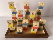 木のおもちゃ知育玩具、積木パズル(アルファベット)
