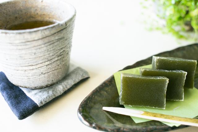 和歌山串本の紅葉屋本舗の抹茶羊羹切片のイメージ画像