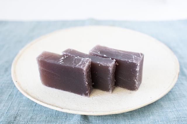 和歌山串本の紅葉屋本舗の塩羊羹切片の画像