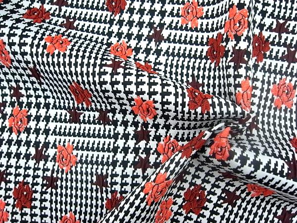 イタリア製輸入生地 【Valentino/ヴァレンチノ社使用】 コットンベース 花柄刺繍 0.1m (10cm)単位