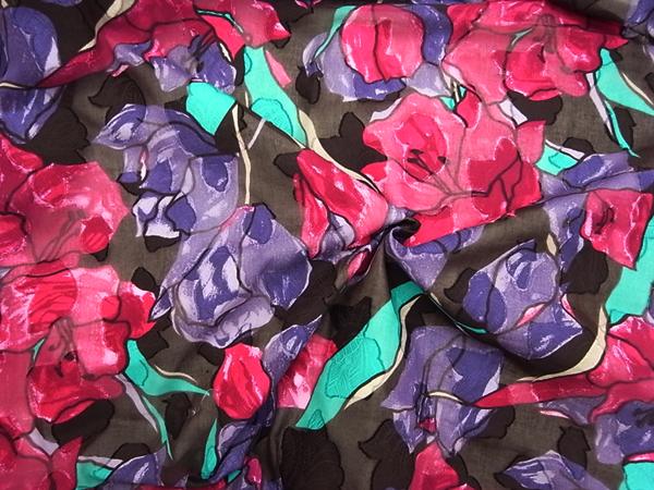 イタリア製輸入生地 【ピュアコットン】 花柄カットボイル/1着分2.4m