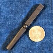 刀匠が鍛え、日本刀彫物師が彫る! 玉鋼製パイプ喫煙用タンパー「静夜思」
