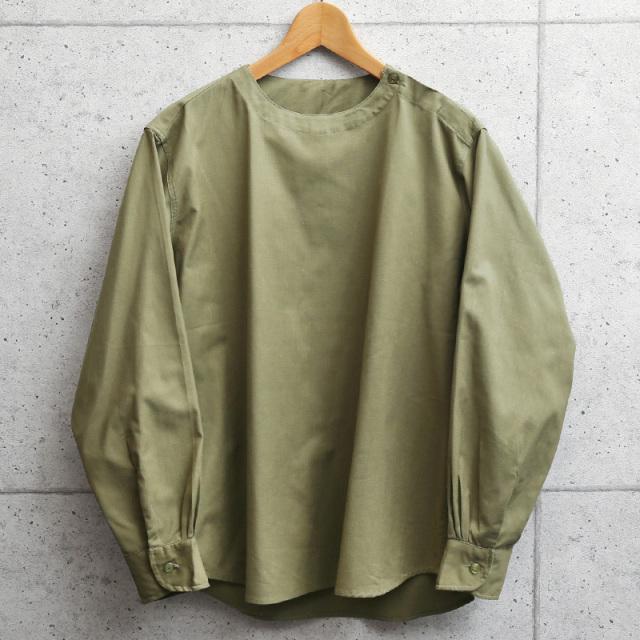実物 新品 デッドストック ルーマニア軍 スリーピングシャツ 肩開き オリーブ