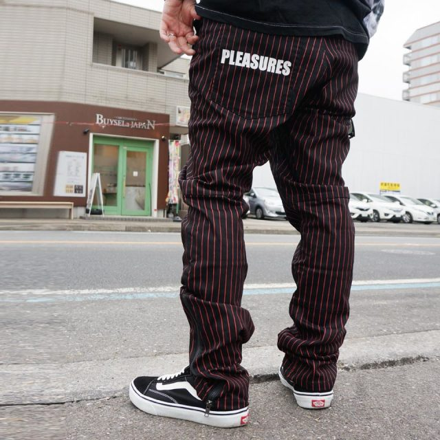 SALE セール PLEASURES プレジャーズ ストライプパンツ BEATLE PINSTRIPE PANTS - BLACK