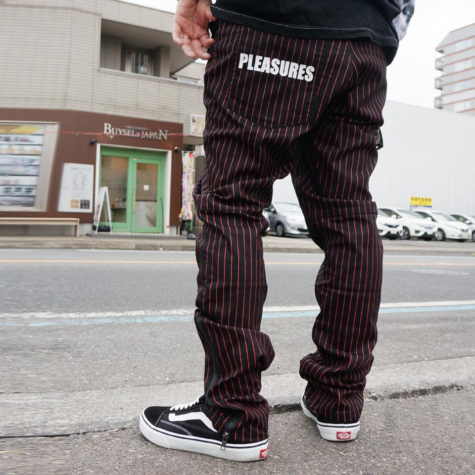 PLEASURES プレジャーズ ストライプパンツ BEATLE PINSTRIPE PANTS - BLACK