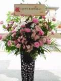 豪華生花をお祝いに!黒スタンド(1段)-26小田原より藤沢まで取扱い