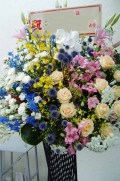 豪華生花をお祝いに! 黒スタンド(1段)-31 小田原より藤沢まで取り扱い