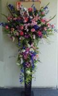 【無料配達】豪華生花をお祝いに!黒スタンド(おまかせ2段)-36 小田原より藤沢まで取扱い