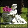 花鉢 鉢を抱えた乙女  オブジェ子供像  マニュエラ  洋風ガーデン イタリア  石像 石造
