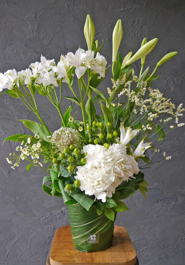 【お花おまかせ】御供えトールアレンジメントM《ナチュラルホワイト》