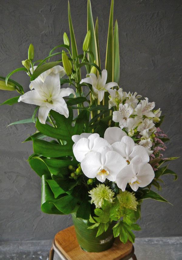 【お花おまかせ】御供えトールアレンジメントL《ナチュラルホワイト》