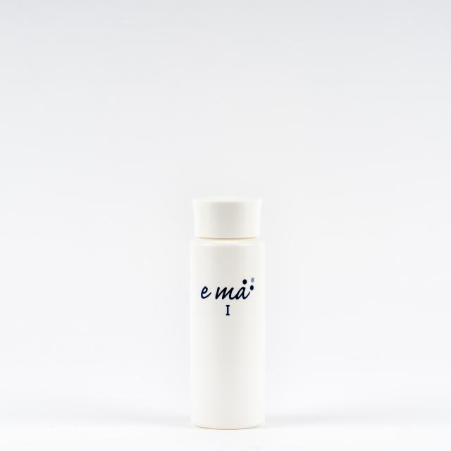 【しみ・そばかす】紫外線を浴びた肌に。トラネキサム酸とグリチルリチン酸ジカリウムによるダブルで効く 薬用美白化粧水ema(エマ)1【医薬部外品】