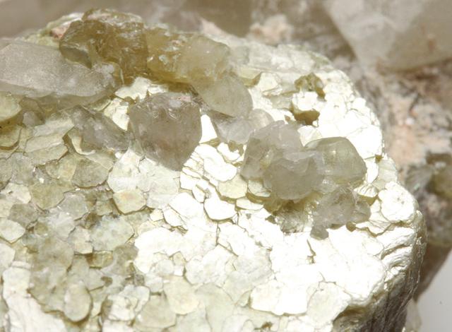 白雲母とリチア雲母(Muscovite and Lepidolite)34.1g ブラジル ...