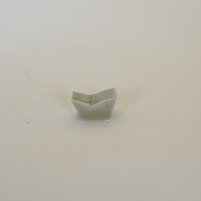 中里花子 緑青磁 箸置き(オリーブ色)