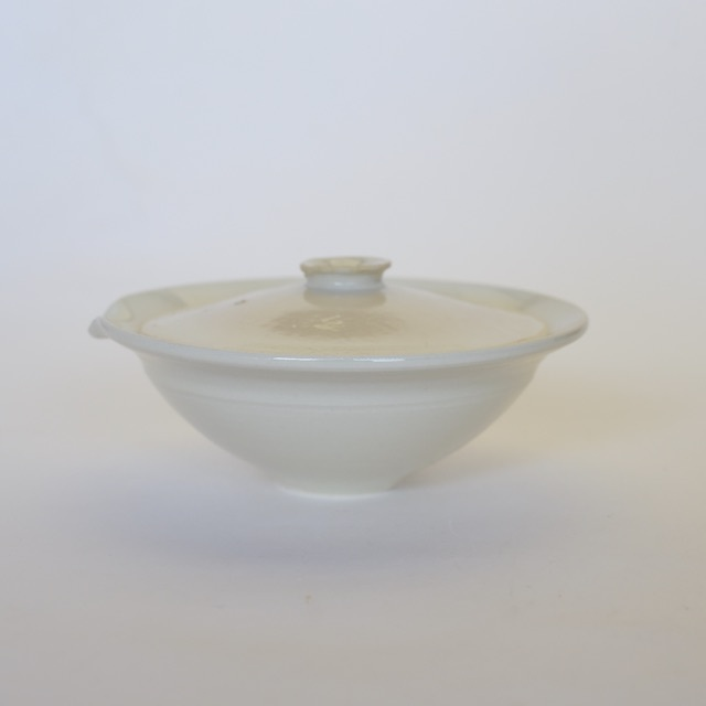 中里花子 宝瓶 ホワイト