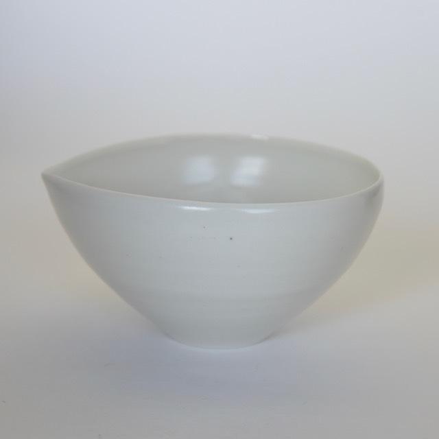 中里花子 マットホワイト釉アーモンド鉢【碗】【スープボウル】