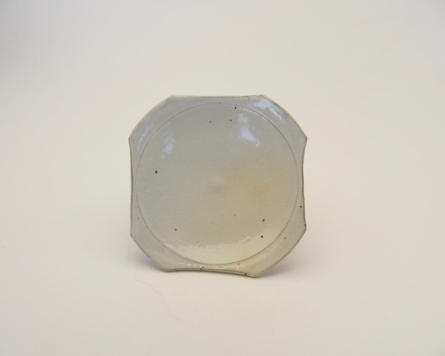 井銅心平 粉引角切小皿