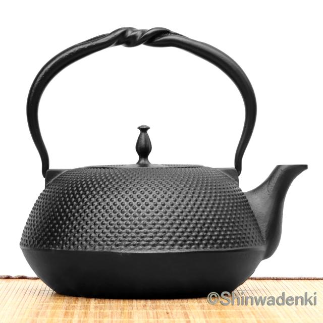 南部鉄器 鉄瓶 平形アラレ ひねりつる(黒)