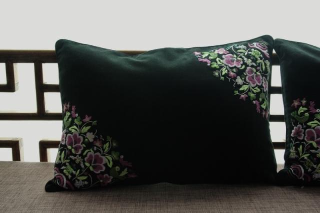 【美しい手刺繍クッション】長方形 45x32cm