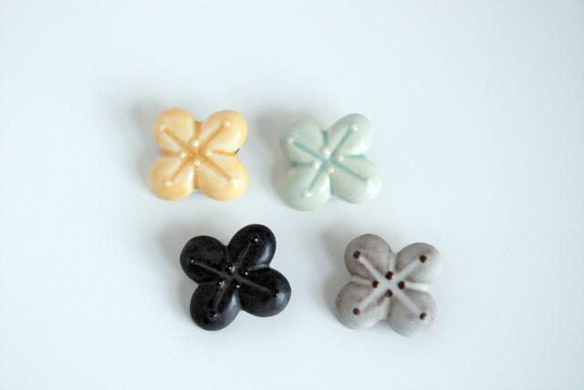FLOWER MINI BROOCH [E]