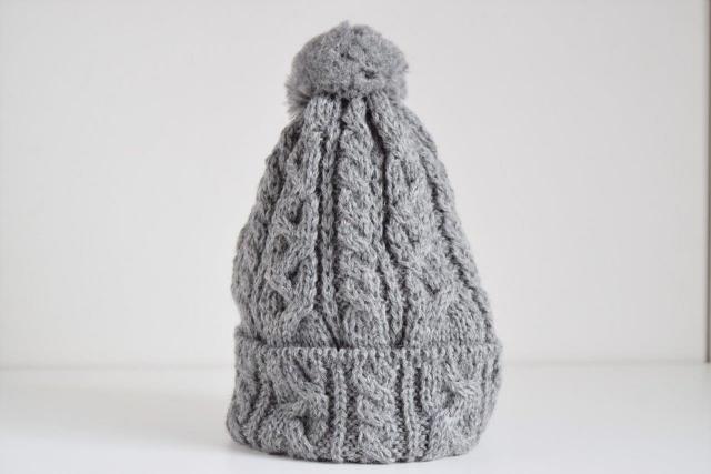 CINQ ポンポン付ニット帽