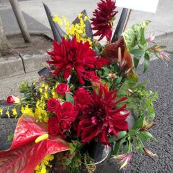 吉祥寺に贈るお祝い花 大きなアレンジメント 【生花アレンジ】レッドダイア