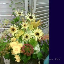 お祝いの花 大きめアレンジメント 装花 ひまわりとディアボロ