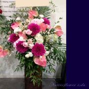 公演祝いスタンド花 舞台に贈る 東京 ピンクかわいいスタンド花
