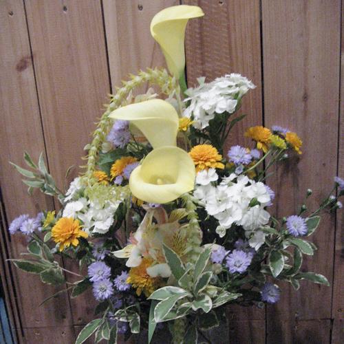 カラーとヒメヒマワリのお供え花