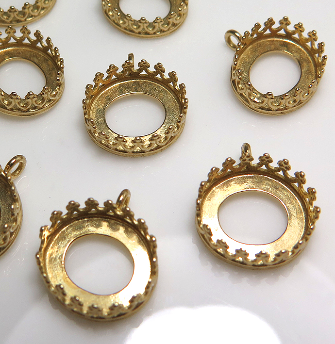ペンダント空枠クラウン(ベゼルセッティング/カボション用)(横 オーバル・12×10mm)(真鍮ブラス・ゴールドカラー)(4個)