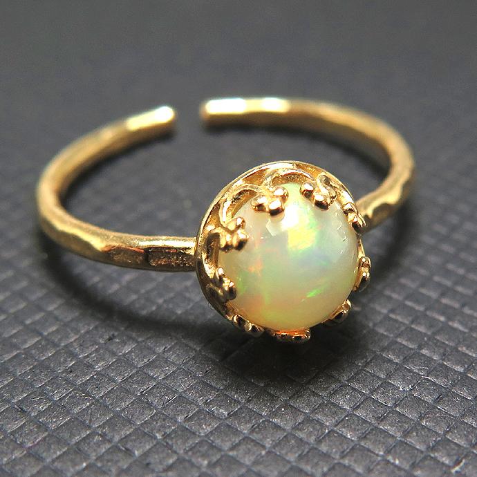 エチオピアンオパール 指輪 リング 天然石<10月誕生石>ハンマード ラウンド6mm 真鍮ブラス・ゴールドカラー/1個