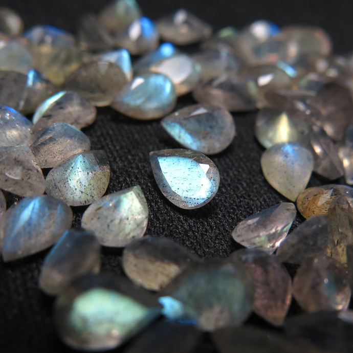 天然石ルース(裸石)ラブラドライト/ペアシェイプ【6×4mm】ファセットカット(50個)