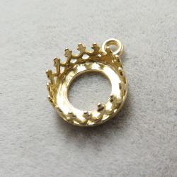 ペンダント空枠 チャームクラウン(ベゼルセッティング/カボション用)(ラウンド・8mm)(真鍮ブラス・ゴールドカラー)(10個)