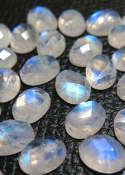レインボームーンストーン ルース 天然石 オーバル(8×6mm)チェッカーカット カボション (2個)