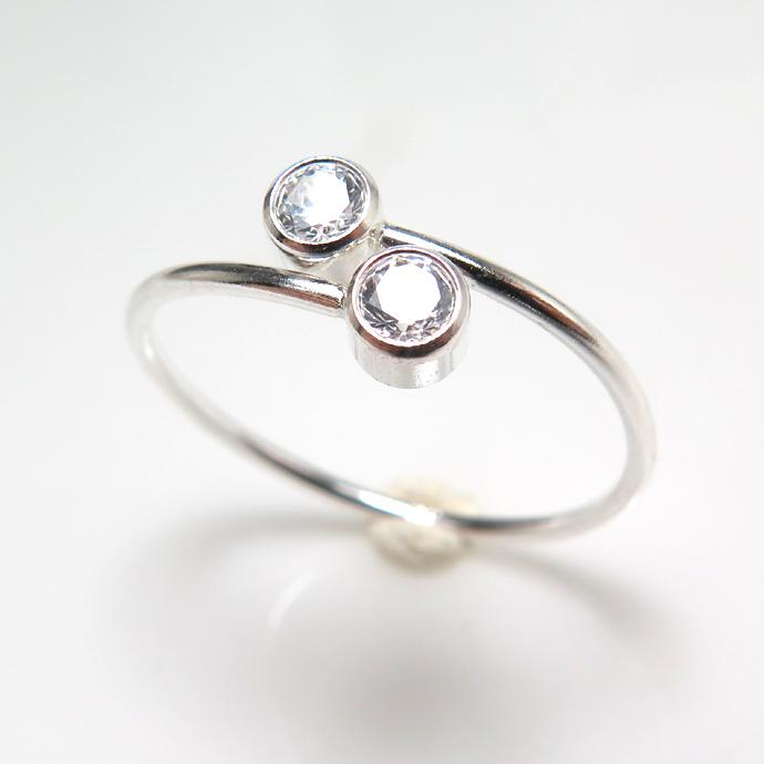 シルバー925リング(指輪)CZキュービックジルコニア(AAA)3mm×2(ラウンド)SV925(フリーサイズ)(1個)