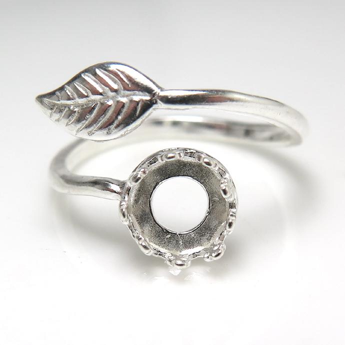 指輪リング空枠・リーフ(カボション用)(ベゼル・ラウンド・6mm)(真鍮ブラス・シルバープレーテッド)(2個)