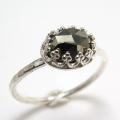 天然石パイライト・ローズカット指輪ハンマードリング(カボションオーバル・横8×6mm)(真鍮ブラス・シルバーカラー)(1個)