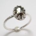 天然石パイライト・ローズカット指輪ハンマードリング(カボションオーバル・8×6mm)(真鍮ブラス・シルバーカラー)(1個)