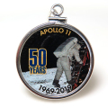 アポロ11号 APOLLO 月面着陸 50周年記念 コインペンダント・アメリカ クオーター(25セント)バチカン付「シルバーSV925」(【D】1個)